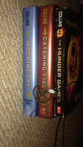 Hunger Games Trilogy + Necklace