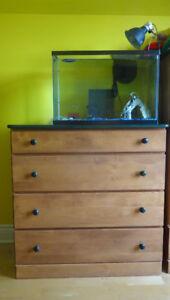 Wooden Bedroom Set / Chambre à Coucher en Bois