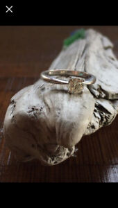 18ct white gold solitare engagement ring