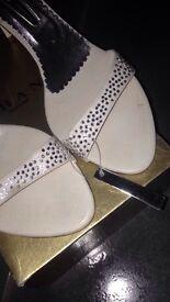 Ladies wedding sandles size 8(41)