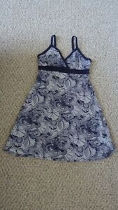 Womens brand name clothing (size S-L) $5/item except for 2 Saint-Hyacinthe Québec image 1