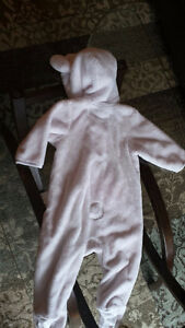Baby Gap size 6-12 months  snow suit Peterborough Peterborough Area image 2