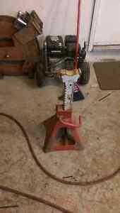 Single 12 ton 31 inch jack Stand.