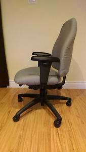 Fully adjustable office chair (Green) Kitchener / Waterloo Kitchener Area image 3