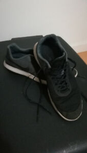 Nike running shoes (black/grey)