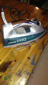 New gently used black and Decker iron