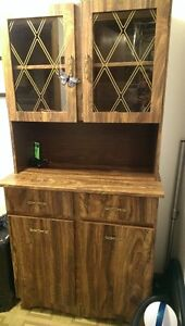China Cabinet Hutch in excellent condition