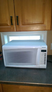 PANASONIC GENIUS WHITE MICROWAVE