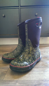 Bogs 'Skully' boots, size 6