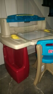 Step2 kids activity desk with chair and light