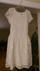 Size 2 Beautiful Lined Lace Dress