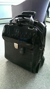 Wheeled luggage carry on (Wheels come off)