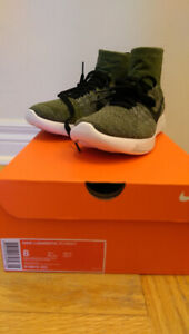 NWT Nike LunarEpic Flyknit in Green (Size 8 US)