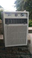 Fedders Upright Air Conditioner (10,00 BTU)
