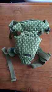Petunia Pickle Bottom Sightseer carrier, like new