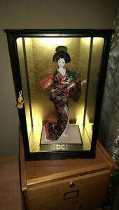 Geisha Japanese Porcelain Doll In Glass Case