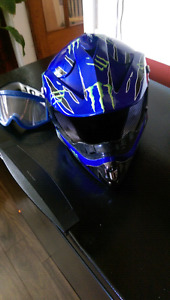 Motocross helmet with goggles