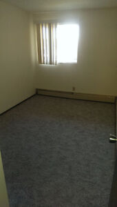 Room available in Lynnwood S.E. - Nice central location