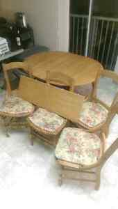 Sturdy expandable kitchen table + 4 free chairs
