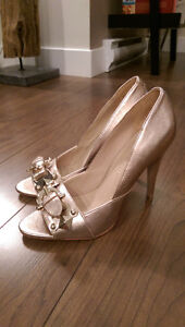 GOLD PUMPS size 7 peep toe with buckle NEVER WORN