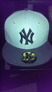 New York Yankees 7 - 1/8 genuine New Era hat with sticker
