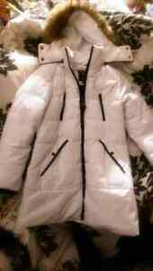 "WHITE ""GUESS"" DOWN PARKA SIZE LARGE Cambridge Kitchener Area image 1"
