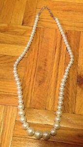 Collier en perles véritables et autres bijoux