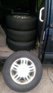 Toyo Observe G-02 Plus Winter Snow Tires -almost new- 215 70 R15