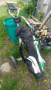 Right handed golf clubs with bAg and caddy