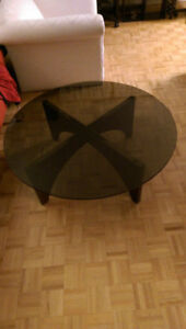 ROUND GLASS COFFEE TABLE-->>MINT CONDITION!!!