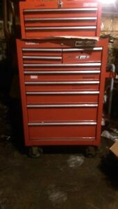 SOLD !! looking to sell a 9 drawer mastercraft roller tool chest