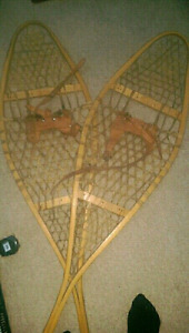4 SALE A VINTAGE PAIR OF SNOW SHOES IN MINT SHAPE