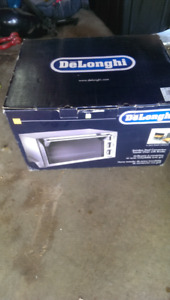 Brand new Delonghi toaster oven