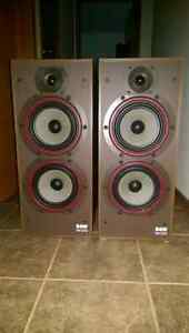 B+W speakers DM220