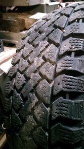 1 Seul pneus a neige