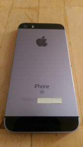 Unlocked iPhone SE space grey 32gb + screen protectors and cases
