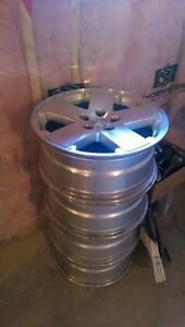 """Jeep 18"""" alloy rims-4 and Jeep 16"""" steel rims and tires-5"""