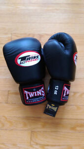 NWT Twins Special Leather Muay Thai Boxing Gloves (12oz)