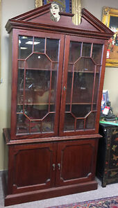 Nice mahogany display cabinet in good condition