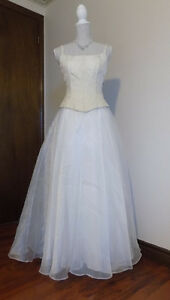 Organza White and Gold wedding dress, petite size 3-4