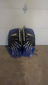 32 INCH GOALIE PADS MINT CONDITION
