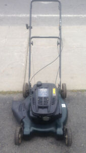 tondeuse à essence 5.5 HP Yardworks gas powered push mower 22""