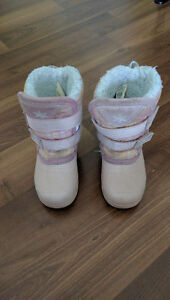 Girl snow boots size 6