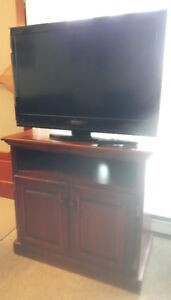 "Dynex 32"" LCD TV and CONSOLE."