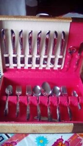 FOR SALE: 70 PC FLATWARE SET WITH CASE