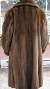 Manteau fourrure vison femme 16 ans et chapeau (3 photos)