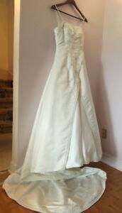 Wedding Dress Satin Embroided Ivory / Robe de Mariée Satinée