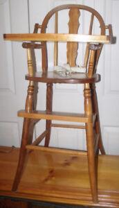 Petite chaise haute vintage en bois pour enfant
