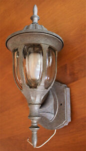 LUMINAIRE INDOOR-OUTDOOR WALL MOUNT SCONCE