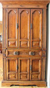 Beau  Armoire en chene, Vintage oak tall linen storage piece